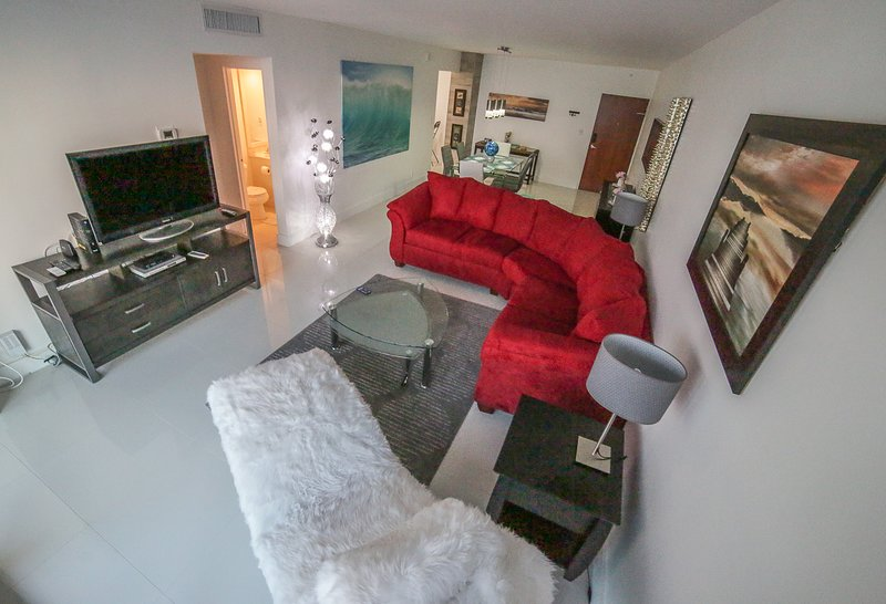 luxury beachfront condo equipped with everything, amazing ocean views, vacation rental in Hallandale Beach