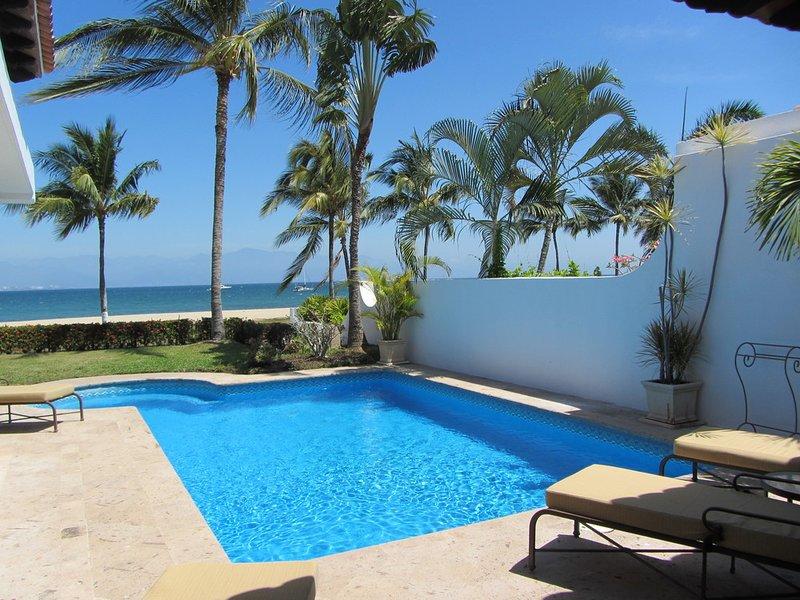 Amazing 2BR beachfront villa with private pool and incredible Banderas Bay views, holiday rental in La Cruz de Huanacaxtle