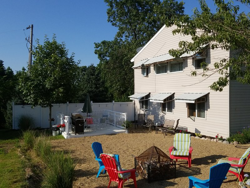 Pleasure of Nature Living close to Iowa City, holiday rental in North Liberty