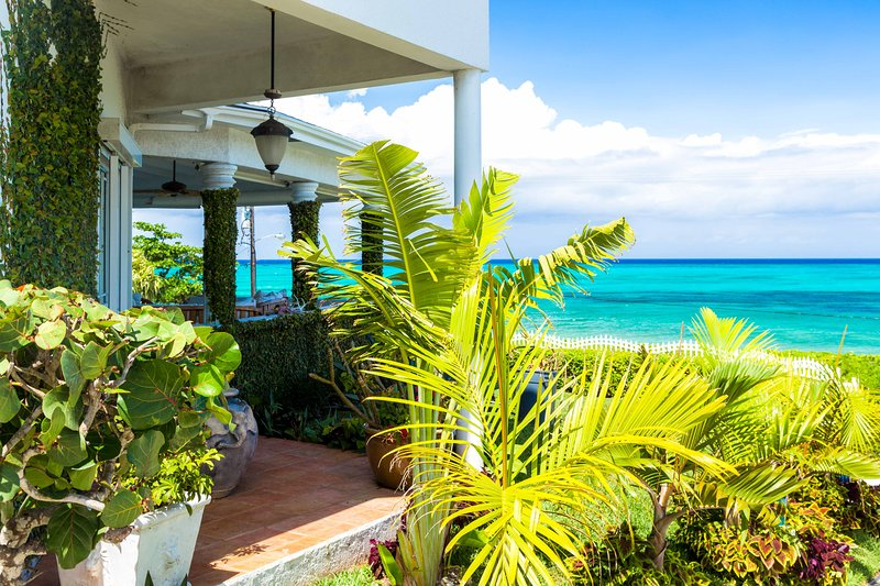 Has Balcony and Air Conditioning - Rental in Nassau, Bahamas