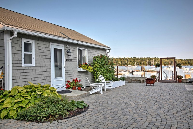 'Heron Cottage' on Casco Bay w/Deck & Dock Access!, alquiler de vacaciones en Pownal