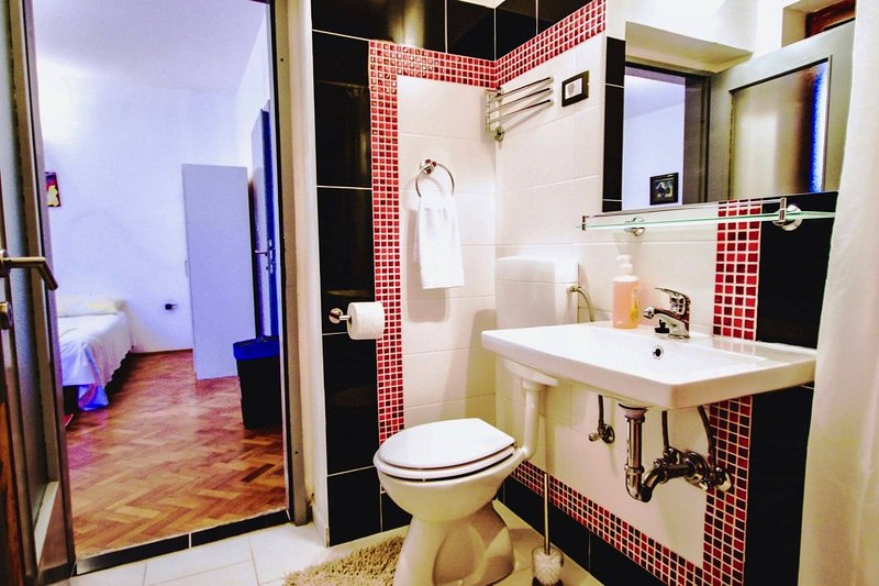 Studio Apartment with Patio and Garden View   Beachfront   Best Location, alquiler vacacional en Premantura