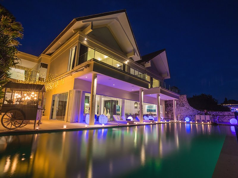 Grand Cliff Front Residence - Villa front