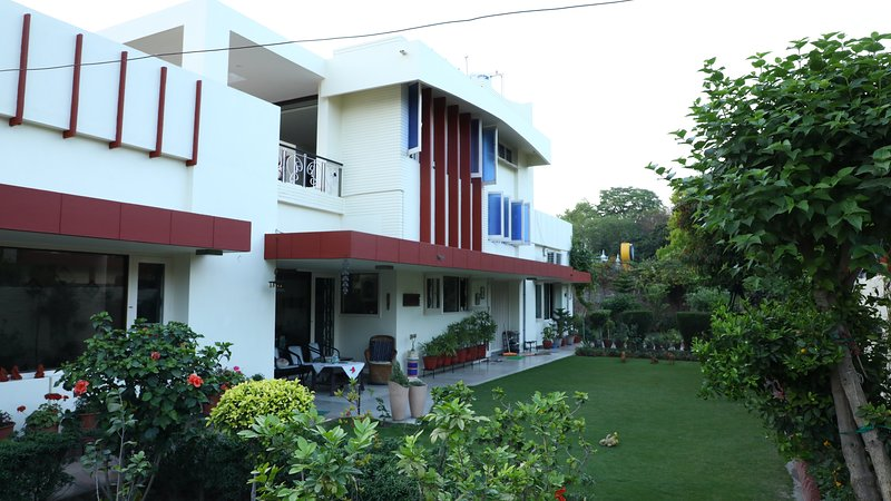 Boutique BnB : Hibiscus Room (Free Wi-fi, Breakfast, AC and No Cleaning Fee), holiday rental in Punjab