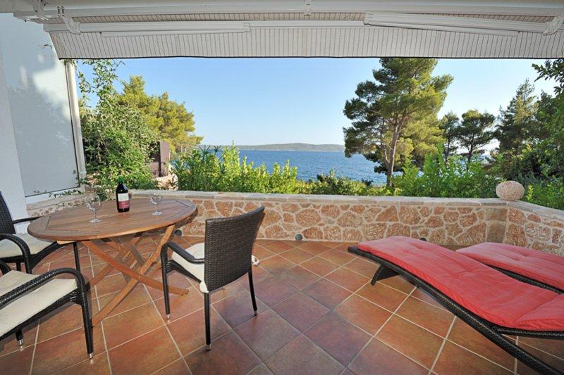 Ferienwohnung für 2 Personen (Nr. 211), holiday rental in Zavala