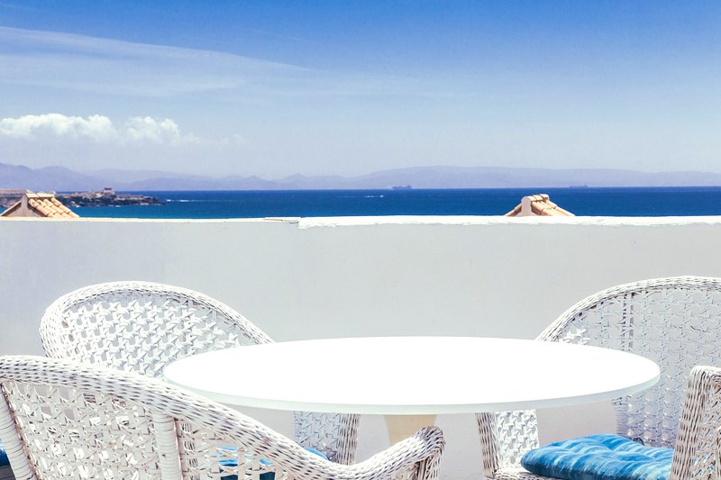 Nice apt with shared pool & terrace, holiday rental in Tarifa