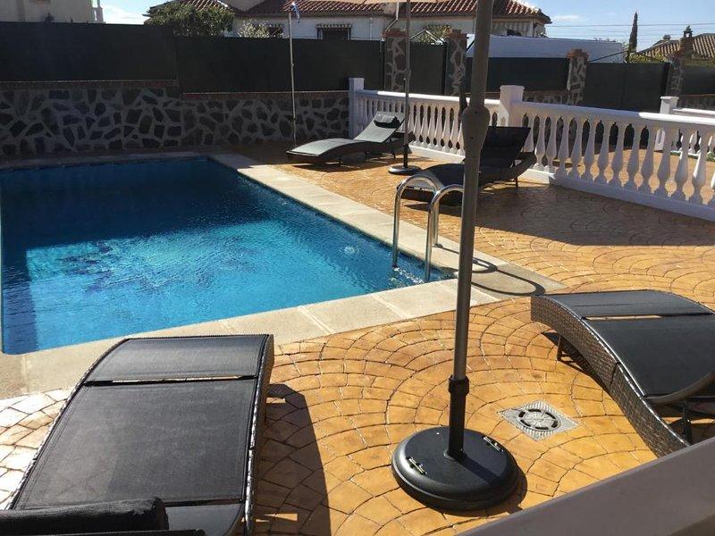Amazing villa with swimming-pool, aluguéis de temporada em Otura