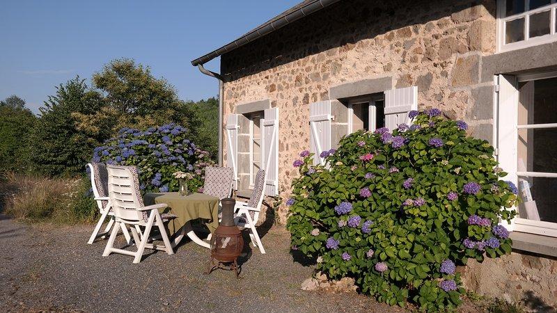 Landelijk appartement met waanzinnig uitzicht, location de vacances à Saint-Leonard-de-Noblat