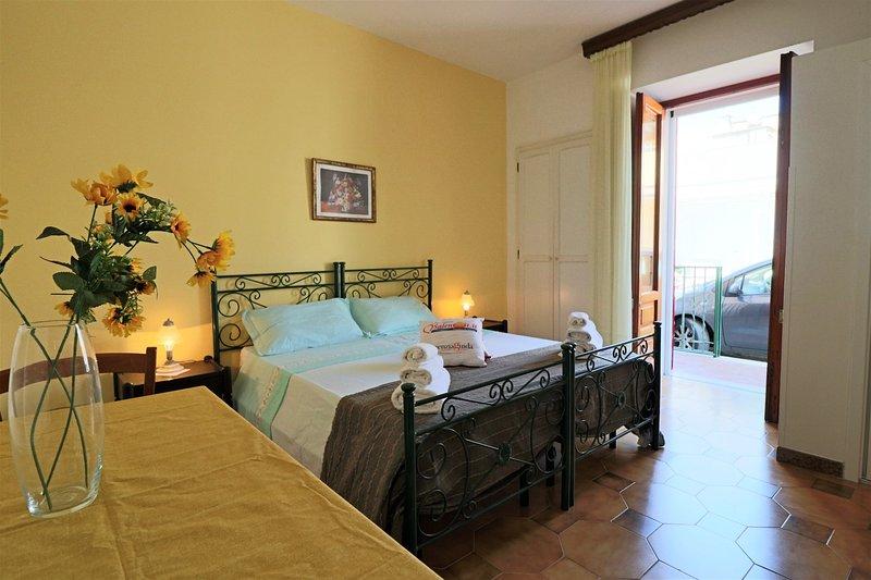 Studio Polifeno in Lido Marini, holiday rental in Lido Marini