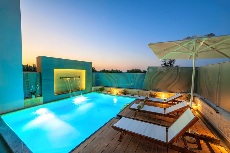 Perla Nera Villa with Private Heated Pool, vacation rental in Apokoronas