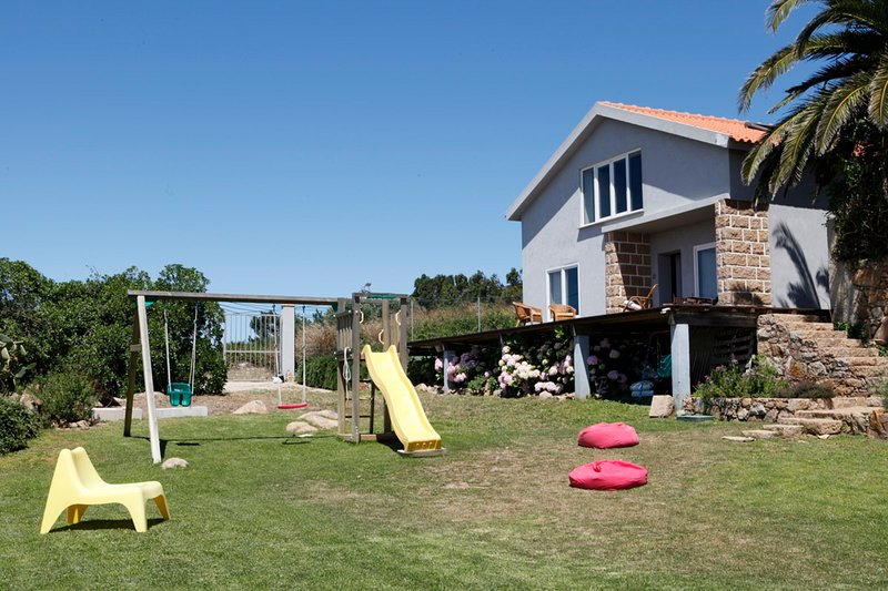 Mira Guincho house with sea view and garden, Cascais, holiday rental in Malveira da Serra