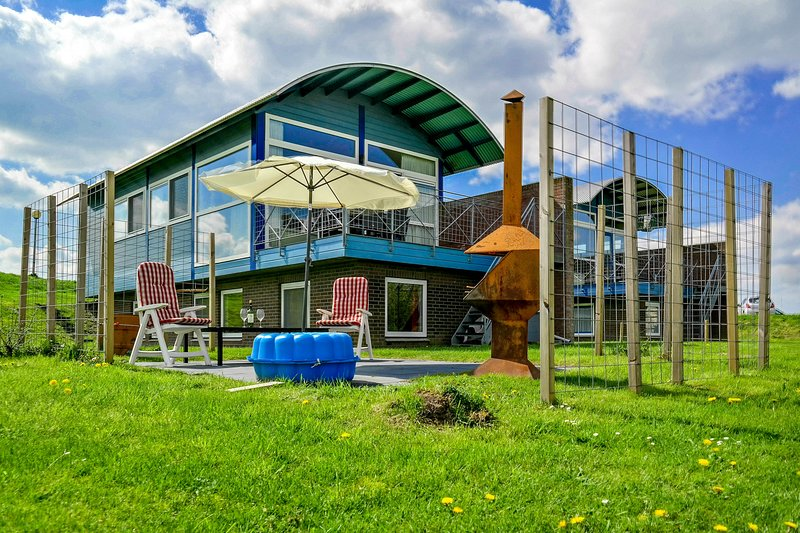 6pers Modern house with a view of the Lauwersmeer with 2 terraces, Ferienwohnung in Anjum