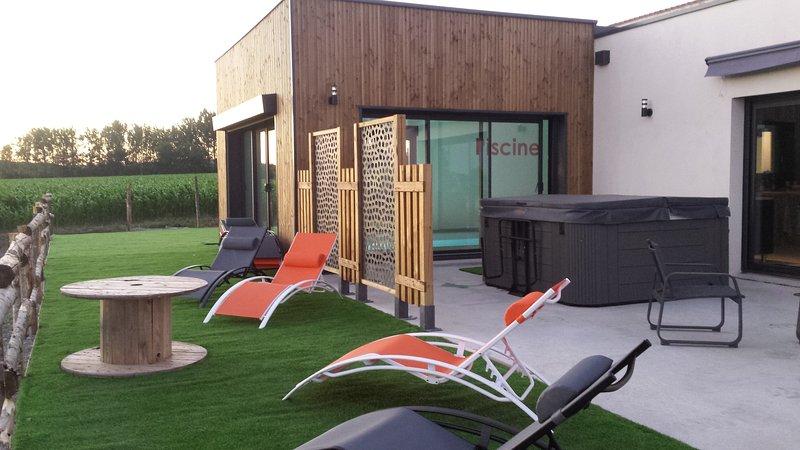 Gite 15 couchages , piscine , spa , 15 minutes du puy du fou, holiday rental in Sainte-Cecile