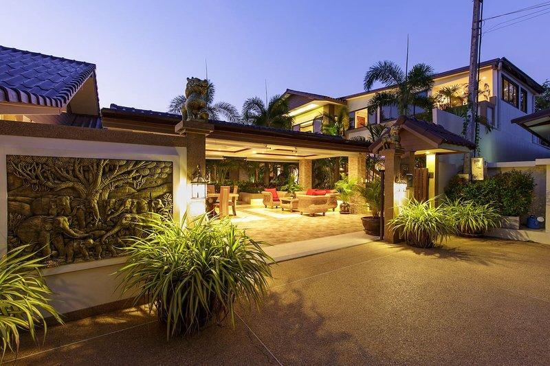 Sumonta Luxury Villa (Whole Property), aluguéis de temporada em Mae Nam
