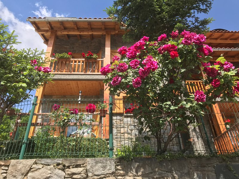SETCASES HABITATGE E FAMILIAR DE CAN BOTA VALLTER D'OR  ESTUDI, holiday rental in Serrat