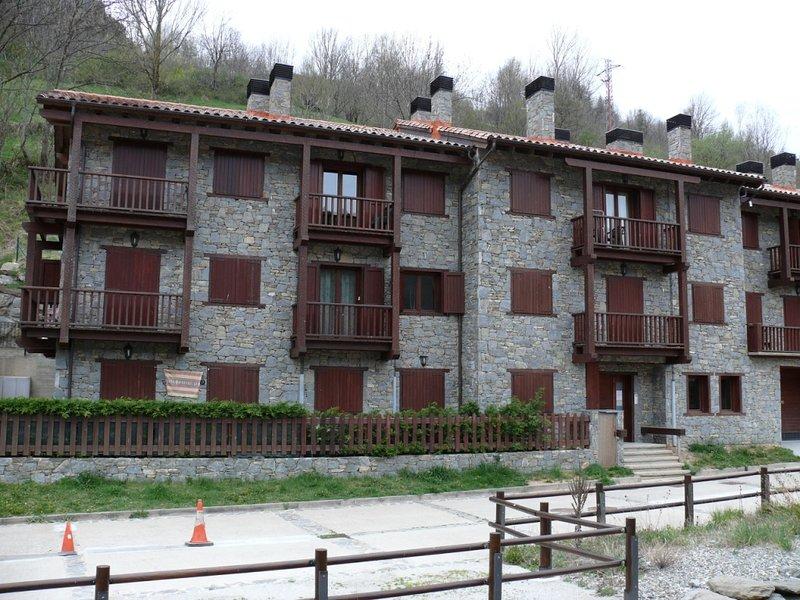 SETCASES DUPLEX FAMILIAR G DE CAN BOTA CAMP DEL AVET, holiday rental in Serrat
