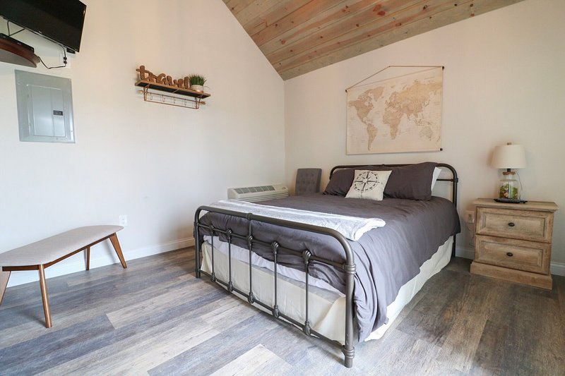 snoozer galloping goose cottages has internet access and. Black Bedroom Furniture Sets. Home Design Ideas