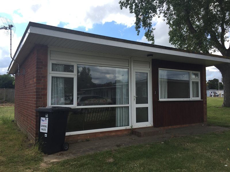 Hemsby Holiday Chalet at Seadell, holiday rental in Hemsby