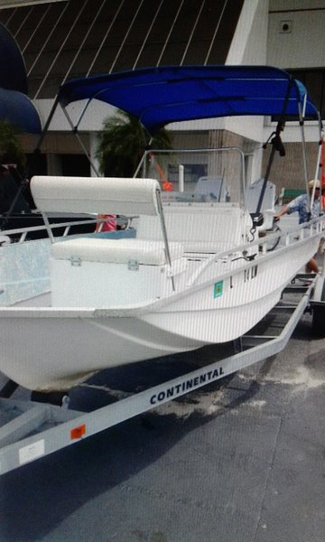 19' Barracudda Skiff rents with Property. Accom 6-8 persons with Bimini top and 2 coolers.