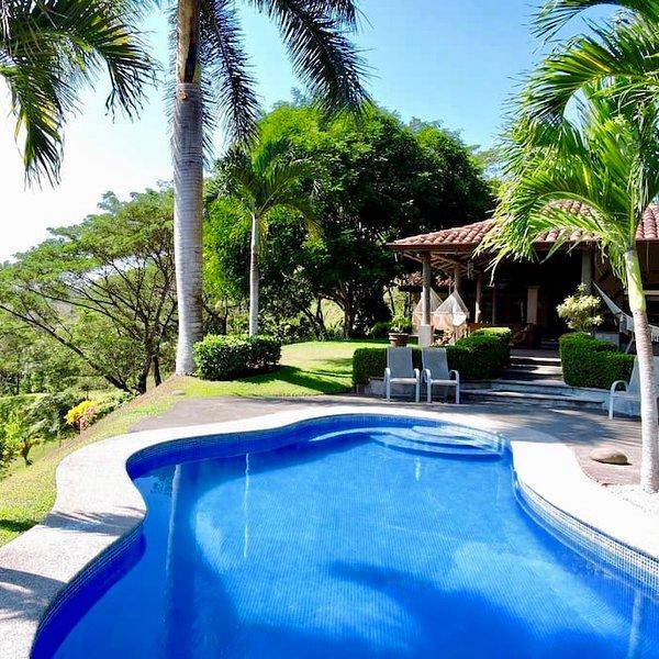 Casa Valle Escondido-Private Estate with Pool by Los Sueños!, holiday rental in Carara