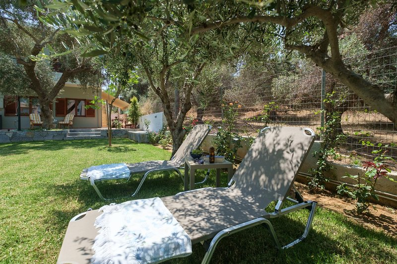 Olive Garden Holiday Home steps to the Beach 2, holiday rental in Daratsos