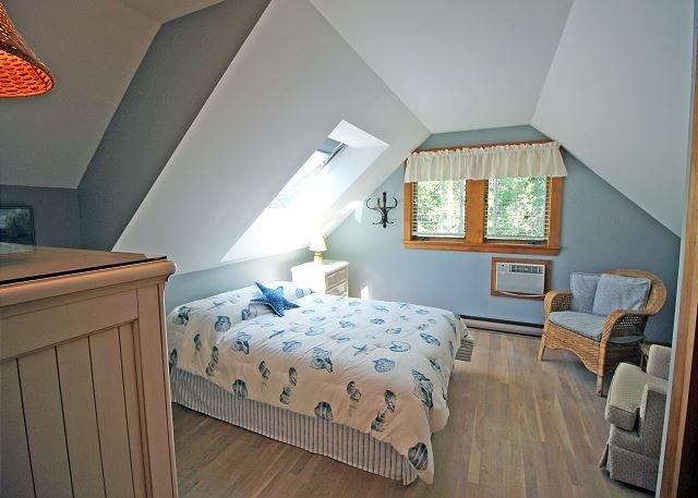 Andra våningen stort sovrum