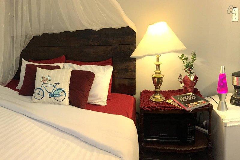"Cómoda cama tamaño King con colchón de espuma viscoelástica (Tamaño: 76 ""× 80"" / 193 cm × 203 cm)"