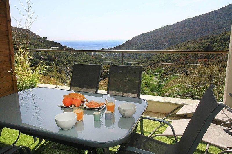 Uribellinu 2 - vue mer montagne imprenable avec petit déjeuner, vacation rental in Pietranera