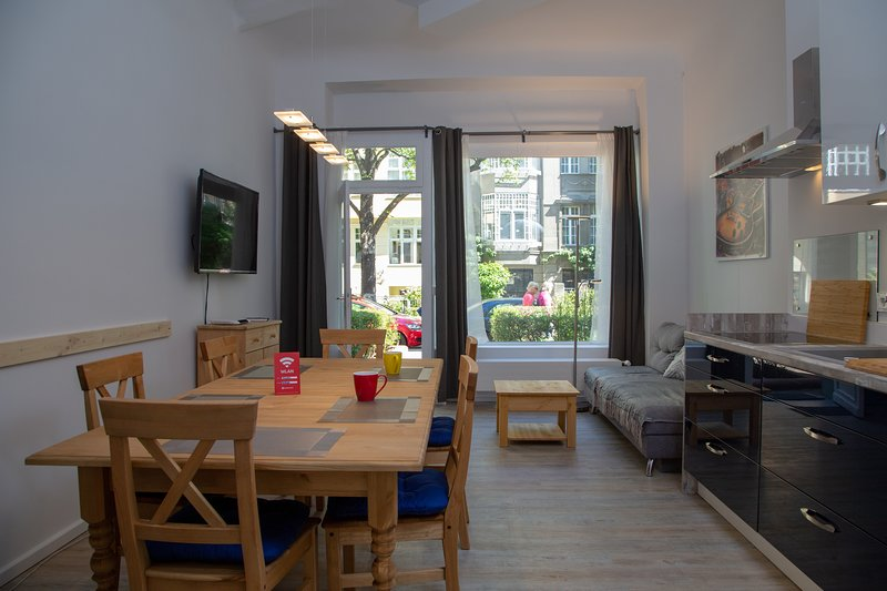 Eat-in kitchen / view of the street