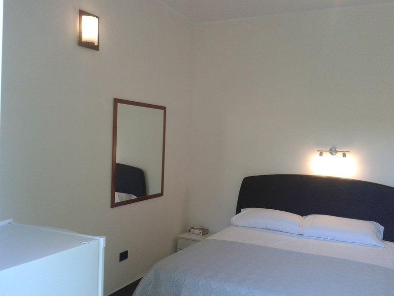 'TERESA' CAMERA  TRIPLA, vacation rental in Brindisi