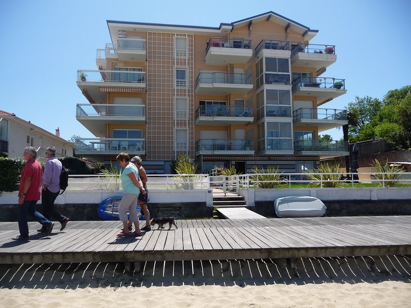 Residence 1st line with direct access to the beautiful beach and the pedestrian promenade and bike
