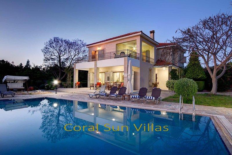 Fabulous Villa, Secluded Location - Complete Privacy, Large Pool, Polis, Paphos, aluguéis de temporada em Argaka