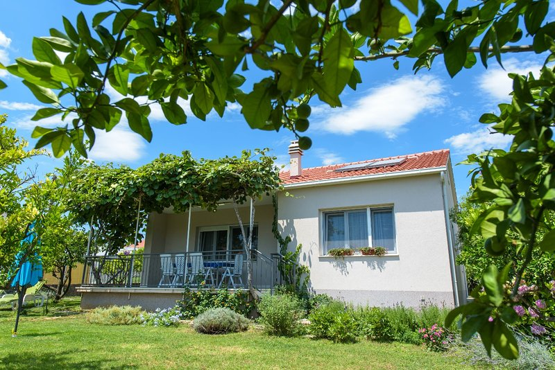 Private oasis in the center of Kastel Stafilic, holiday rental in Kastel Stafilic