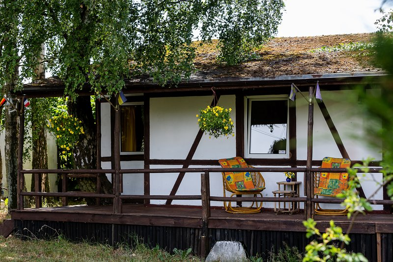 Cottage with a view by the pond and a Windmill near Baltic on a 1 ha BREAKFAST, holiday rental in Mrzezyno