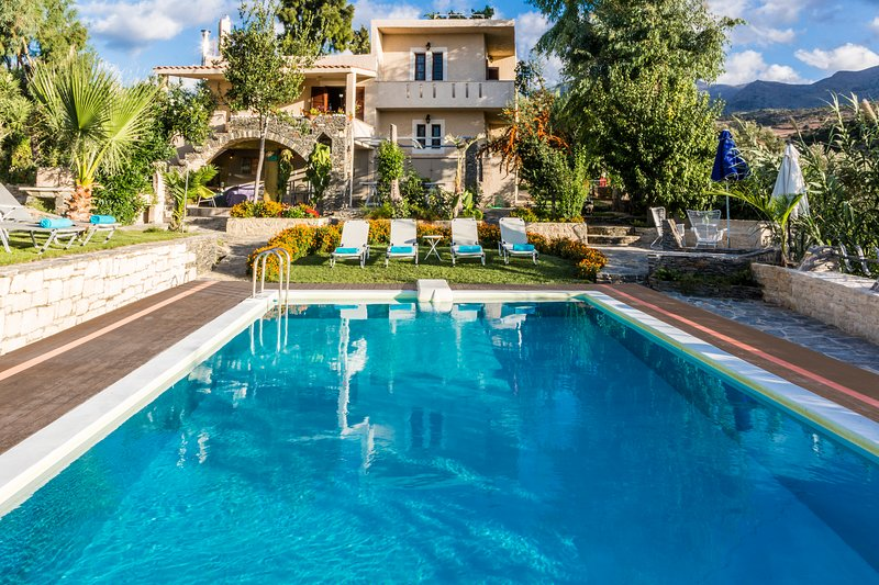Villa Elisa, View+Hidden in Trees with pool and organic garden!, holiday rental in Axos