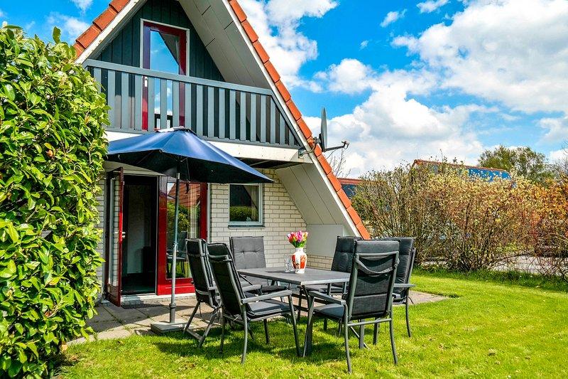 Besonderes Ferienhaus 'Martina' mit Terrasse am Lauwersmeer, Ferienwohnung in Anjum