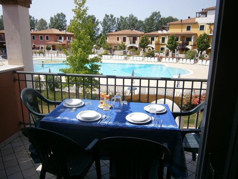 Stunning Apartment in Residence with Pool - Ideal for Families to Relax, vakantiewoning in Porto Santa Margherita