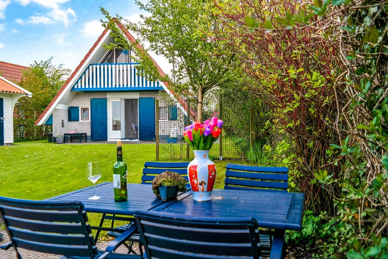 Nice 5 pers holiday home nice view close to the National Park Lauwersmeer, Ferienwohnung in Anjum