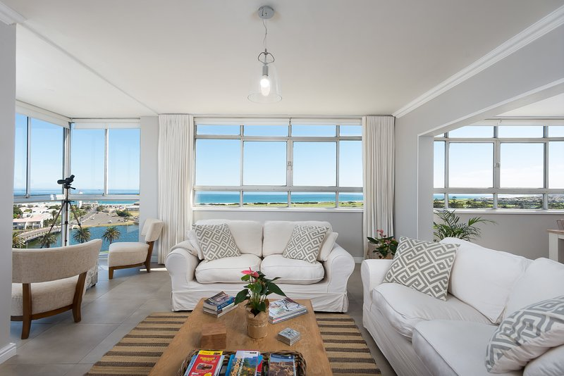 Large Apartment with Stunning Ocean Views, holiday rental in Milnerton