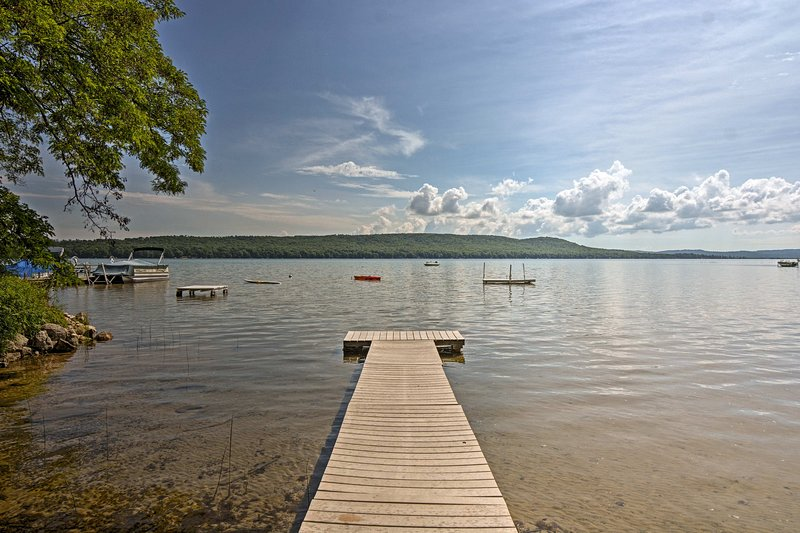 Enjoy Little Glen lake in this vacation rental home for up to 12.