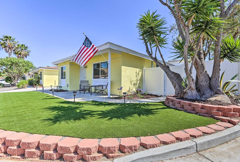 This California getaway in a vibrant 55+ community has 2 bedrooms and 1.5 baths.