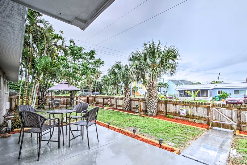 Let this apartment serve as the foundation for your next Sunshine State getaway!
