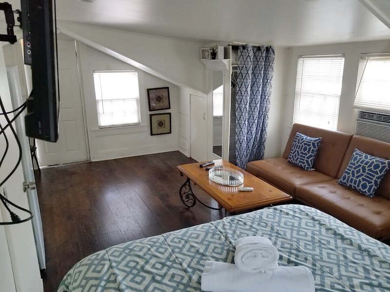 New Charming Loft With Private Deck Has Wi Fi And Air Conditioning