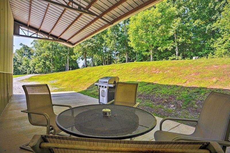 Spacious Gilbertsville Apt on Kentucky Lake w/Dock, holiday rental in Calvert City
