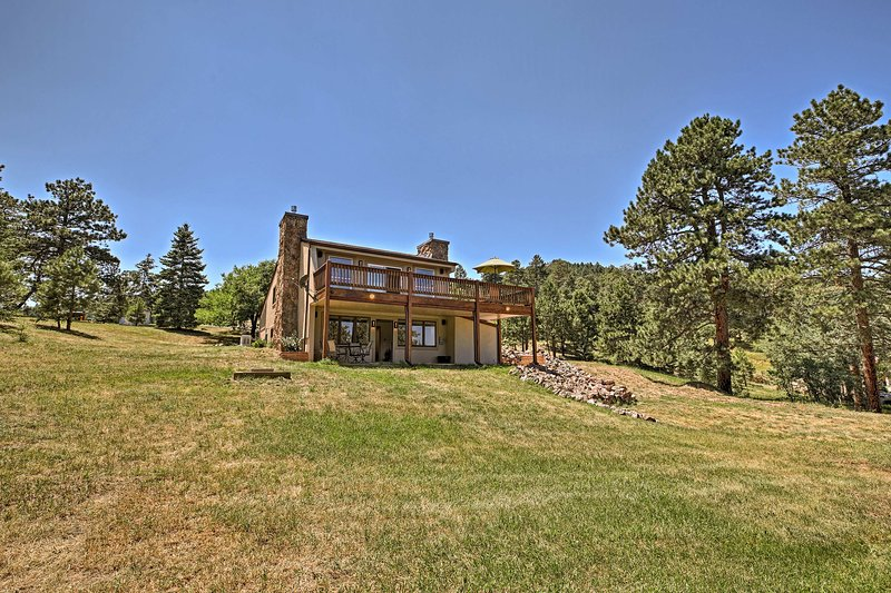 Enjoy privacy and convenience to all the top sites at this charming residence!