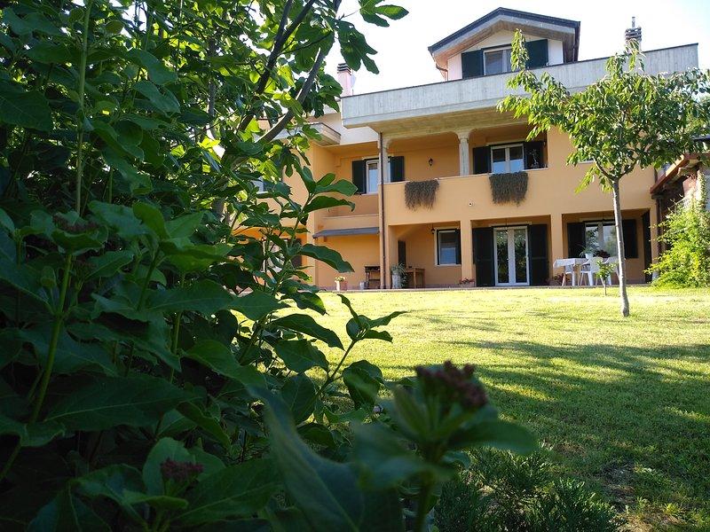 Casacricri nella campagna di Giulianova a pochi Km dal mare, holiday rental in Province of Teramo