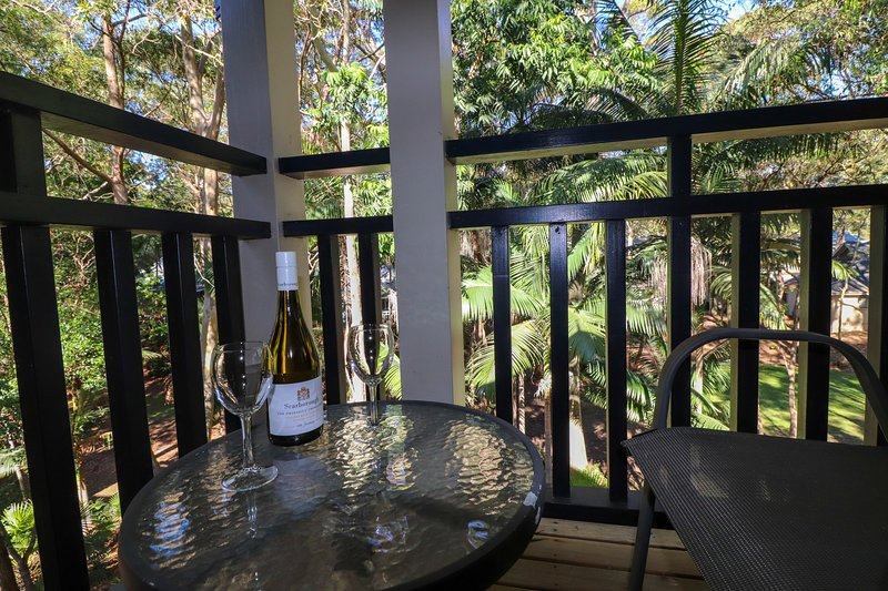 511 Dollarbird TreeTops Townhouse - stunning bushland setting in lakeside resort, vacation rental in Lake Macquarie