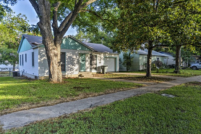 Temple Home Near Baylor Scott & White Hospital!, holiday rental in Temple