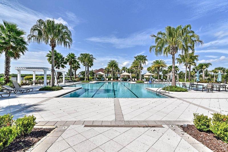 Une luxueuse piscine commune attend votre groupe de 8 personnes maximum dans ce lotissement urbain de Riverview.