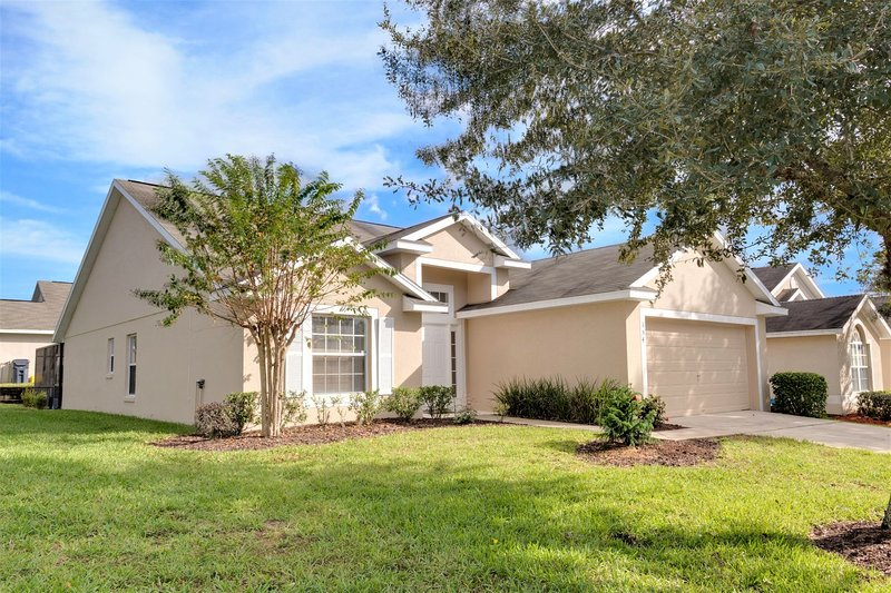 Modern Family Vacation Home - Private Pool - Games Room - Great Location, holiday rental in Four Corners